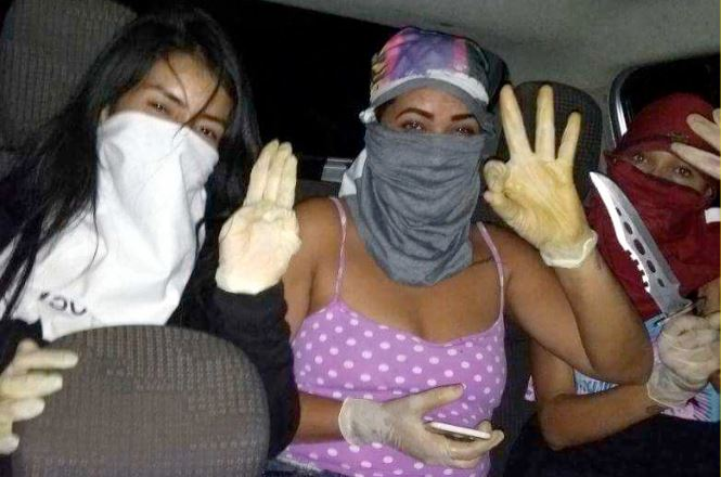 Video: Three Female Gang Members Brutally Stabbing A Girl From Rival Gang To Death
